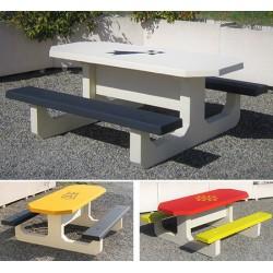 Table pique-nique en béton octogonale avec logo accès PMR