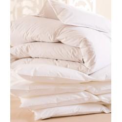 Lot de 4 couettes 240x220 cm 400g blanc 100% polyester microfibrestoucher peau de pëche